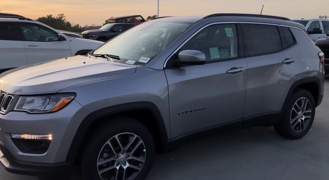 New 2020 JEEP Compass Latitude w/Sun/Wheel Pkg